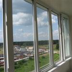 Преимущества пластикового остекления балкона